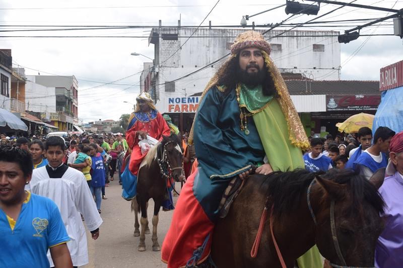 MONTERO – Celebrando la Caravana de los REYES MAGOS